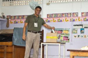 Leopoldo López ejerció su derecho al voto e invitó a todos los venezolanos a salir a votar para apoyar a los candidatos de la Unidad, para impulsar el cambio desde las regiones