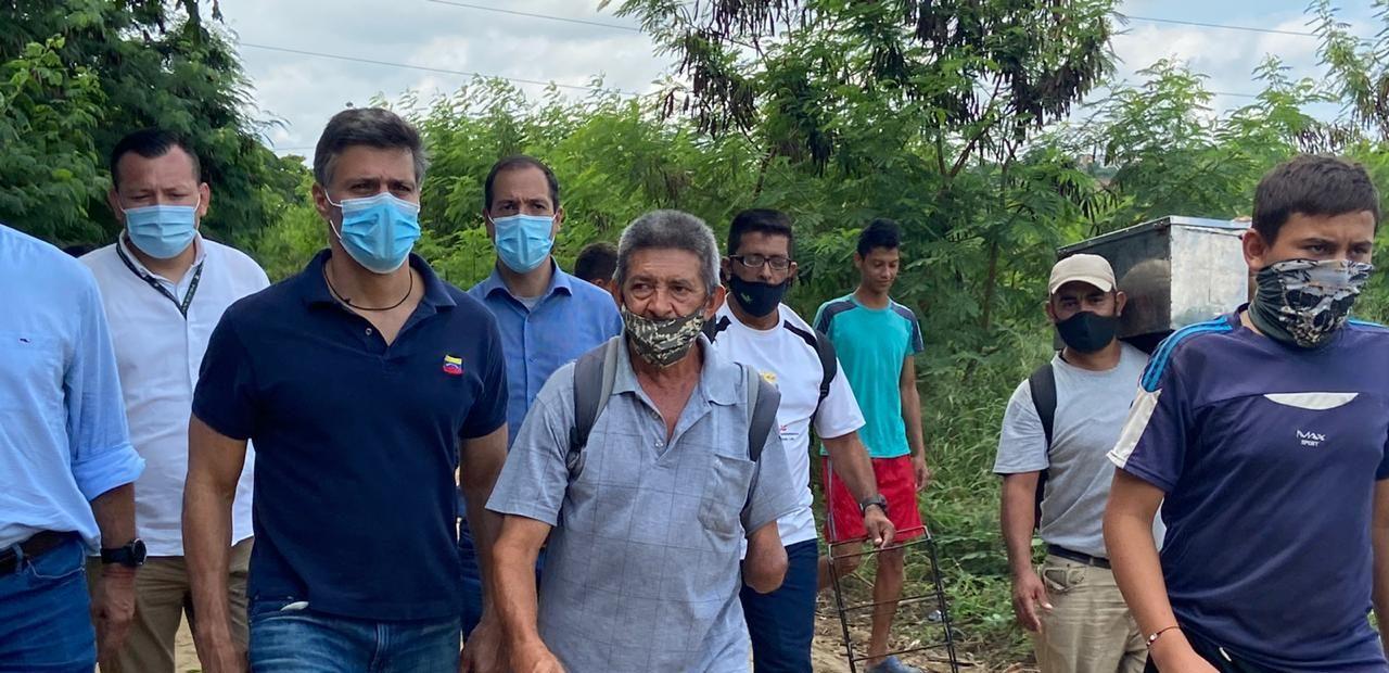 Leopoldo López acompaña a venezolanos que escaparon de la crisis ocasionada por la dictadura hambreadora de Maduro